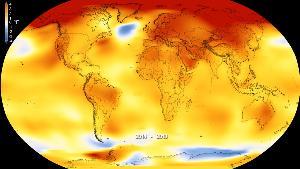 ภาพที่นาซาเผยแพร่เมื่อ ก.พ.2019 แสดงอุณหภูมิพื้นผิวโลกระหว่างปี ค.ศ.2014-2018 โดยอุณหภูมิที่สูงกว่าอุณหภูมิปกติแสดงในแดง ส่วนอุณหภูมิที่ต่ำกว่าอุณหภูมิปกติแสดงในสีน้ำเงิน ทั้งนี้ จากการคำนวณของหลายหน่วยงานได้ผลตรงกันว่าปี 2018 เป็นที่โลกร้อนที่สุดเป็นอันดับ 4 นับแต่เริ่มบันทึกอุณหภูมิโลก (Kathryn Mersmann/NASA - Scientific Visualization Studio via AP)