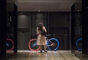 JISBAR's PLAYGROUND สนามเด็กเล่นล้ำจินตนาการของ ศิลปินดาวรุ่งจากฝรั่งเศส พร้อมกับงานเผ็ด ๆ บน BMW M Cruise Bike