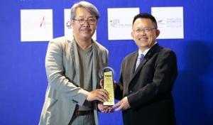 เทคโนโลยีระดับสูง เมอร์เซเดส เบนซ์ โดย อัชฌ์ บุณยประสิทธิ์ ผู้จัดการฝ่ายการตลาดและสื่อสารองค์กร บริษัท เมอร์เซเดส เบนซ์ (ประเทศไทย) จำกัด รับรางวัลภาพลักษณ์ดีเด่น ด้านเทคโนโลยีระดับสูง