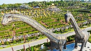 """เปิดตัว 2 ไดโนเสาร์ """"ซอโรโพไซดอน"""" ใหญ่ที่สุดในโลกที่สวนนงนุชพัทยา จ.ชลบุรี"""