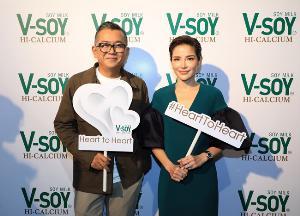 """คนดังวงการบันเทิง """"ป๋าเต็ด ยุทธนา - อ้อม พิยดา"""" ร่วมแชร์ประสบการณ์เกี่ยวกับโรคหัวใจ ในงานเปิดตัวโครงการ V-Soy Heart To Heart"""