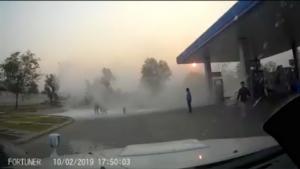 ช่างภาพอิสระเมืองกาญจน์โพสต์เฟซเตือนให้ทุกคนมีสติ หลังประสบเหตุไฟไหม้รถ จยย.ของประชาชนขณะเติมน้ำมัน