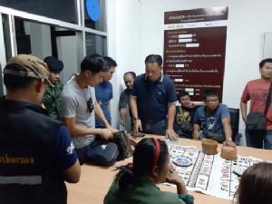 ปกครองร่วมตำรวจ-ทหารบุกจับนักพนันไฮโล 19 คนตั้งวงเล่นในงานศพกลางเมือง