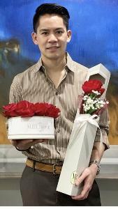 """วาเลนไทน์นี้ """"หนุ่มกรณ์"""" ถามรับกี่ดอกดีครับ?"""