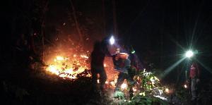 อ่วม! ทหารพรานเสริมทัพช่วยดับไฟป่าตามแนวชายแดนภาคเหนือ ผจญหมอกควันหนาทึบเกือบทุกพื้นที่