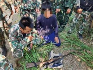 อช.แก่งกระจาน จับมือจงอางศึก จับกุมชายสะพายปืนเข้าลักลอบยิงสัตว์ป่าในเขตอุทยาน