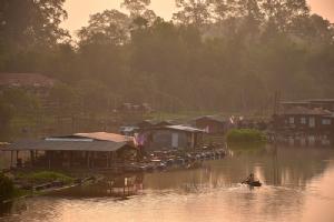 ชุมชนเรือนแพริมแม่น้ำสะแกกรัง