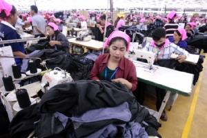 สหภาพแรงงานวิตกยุโรปขู่ยกเลิกสิทธิการค้า ทำสภาพคนงานแย่หนัก