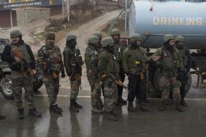 "In Pics&Clips: ระอุ!! กองกำลังสำรองอินเดีย 18 นายดับ เจ็บร่วม 20 หลังเกิดระเบิดโจมตีขบวนรถคอนวอยบนไฮเวย์ในแคชเมียร์  ""ติดอาวุธในปากีฯ"" ประกาศรับผิดชอบ"