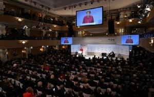 <i>นายกรัฐมนตรีเยอรมนี อังเกลา แมร์เคิล กล่าวปราศรัยในเวทีการประชุมความมั่นคงมิวนิก เมื่อวันเสาร์ (16 ก.พ.)  </i>