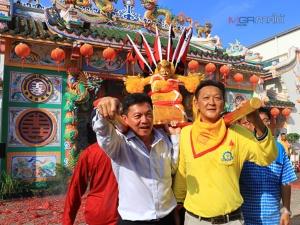 แห่พระลุยไฟมูลนิธิแม่กอเหนี่ยวยะลายิ่งใหญ่ ชาวไทยเชื้อสายจีนร่วมงานคับคั่ง