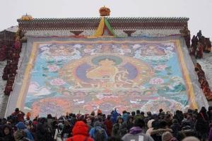 (ชมภาพ) เทศกาลพระพุทธเจ้าอาบแสงตะวันปีใหม่ของชนชาติทิเบต