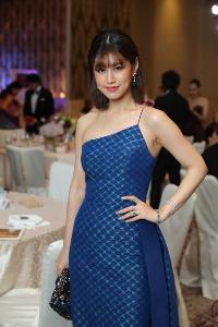 """นิตยสาร โว้กประเทศไทย จับมือ 16 แบรนด์ดังระดับโลก รังสรรค์ผ้าไทยเป็นผลงานสุดวิจิตร เชิญเหล่าคนดังร่วมประมูลนำเงินสนับสนุนดีไซเนอร์ไทยใน """"Vogue Gala 2018"""""""