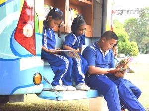 กศน.ตรังนำรถโมบายออกให้บริการในพื้นที่ห่างไกล ส่งเสริมการอ่านให้คนทุกช่วงวัย