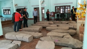 พบใบเสมาโบราณอายุกว่า 1,400 ปี ที่บ้านผือ ชาวบ้านวอนช่วยสร้างพิพิธภัณฑ์เก็บรักษา