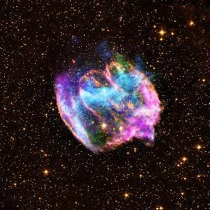 ซากซูเปอร์โนวา W49B ที่บันทึกภาพในย่านรังสีเอกซ์ และอินฟราเรด (X-ray: NASA/CXC/MIT/L.Lopez et al.; Infrared: Palomar; Radio: NSF/NRAO/VLA)