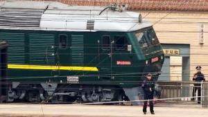"""สื่อเผย! รถไฟหุ้มเกราะของ """"ผู้นำโสมแดง"""" เดินทางถึงจีนแล้ว"""