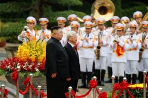 """ผู้นำเวียดนามต้อนรับ """"คิม จองอึน"""" เยือนสันถวไมตรี ชาวบ้านเริ่มบ่นซัมมิตล้มเหลว"""