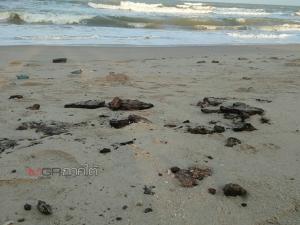ก้อนน้ำมันลึกลับยังโผล่เกลื่อนหาดนครศรีฯ ชาวบ้านระอาไร้หน่วยงานแก้ไขจริงจัง
