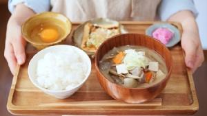ภาพจาก https://partykitchen.jp/recipe/miso-soup-pork-vegetables/