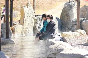 อะชิยุ บ่อน้ำร้อนตื้นสำหรับแช่เท้า