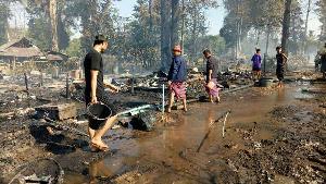 เผยนาทีระทึก! ไฟไหม้ห้องครัว ลามเผาบ้านพักผู้หนีภัยสงครามบ้านนุโพวอด 107 หลัง