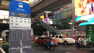 กทม.ทดลองใช้ป้ายรถเมล์ใหม่ เตรียมทยอยเปลี่ยนปีละ 500 ป้าย