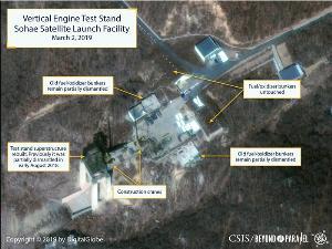 นักวิจัยจากโครงการ Beyond Parellel ของ CSIS เปิดเผยภาพถ่ายดาวเทียมบริเวณสถานีปล่อยดาวเทียมโซแฮในอำเภอตงชางรี ของเกาหลีเหนือ เมื่อวันที่ 2 มี.ค. ซึ่งแสดงให้เห็นว่ามีการซ่อมแซมแท่นเคลื่อนย้ายจรวดที่ติดตั้งบนราง