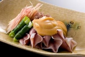 หมึกหิ่งห้อย หรือที่ญี่ปุ่นเรียกกันว่า โฮตารุอิกะ (ภาพ : JNTO)