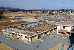 ในปี 2554 คลื่นสึนามิได้ซัดสูงถึงชั้นสูงสุดของอาคารเรียนที่มี 4 ชั้น