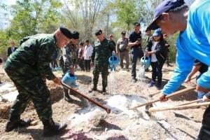 เอาจริง!! หลายหน่วยงานร่วมสร้างโป่งเทียม-ทำแนวรั้วป้องกันช้างป่า
