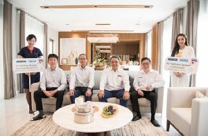 นายชุนอิจิ เซคิกุจิ President of Sekisui Chemical Co.,Ltd. Housing Company (ที่ 2 จากซ้าย) พร้อมด้วย นายชายนิด อรรถญาณสกุล ประธานเจ้าหน้าที่บริหาร (ที่ 3 จากซ้าย) และ นายวงศกรณ์ ประสิทธิ์วิภาต กรรมการผู้จัดการ บริษัท พร็อพเพอร์ตี้ เพอร์เฟค จำกัด (มหาชน) เยี่ยมชมและตรวจสอบความเรียบร้อยในการก่อสร้างบ้านตัวอย่างระบบโมดูลาร์ ในโครงการเพอร์เฟค มาสเตอร์พีซ กรุงเทพกรีฑา ซึ่งล่าสุดแล้วเสร็จเรียบร้อย พร้อมเปิดต้อนรับลูกค้ากลุ่มแรกในเดือนมีนาคมนี้  โดยคณะผู้บริหารได้ลงทดสอบระบบ เพื่อให้มั่นใจในคุณภาพและมาตรฐานเดียวกับญี่ปุ่น