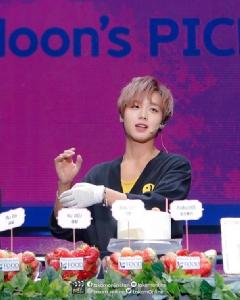 """""""พัคจีฮุน"""" เอาใจแฟนคลับทำเค้กสตรอเบอร์รี่ในงานแฟนมีตติ้งที่ไทย!"""