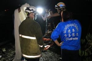 สลด! ไฟไหม้บ้านชานเมืองชุมพรวอดทั้งหลัง หญิงป่วยติดเตียงถูกคลอกดับ อีก 5 ชีวิตรอดหวุดหวิด