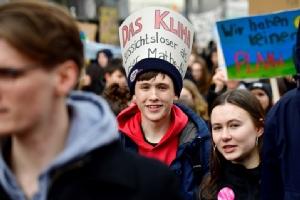 "In Pics : ฮือฮา! นักเรียนทั่วโลกตั้งแต่แปซิฟิกใต้ยันเขตอาร์กติก รวม ""ไทย"" ลงถนนประท้วงต้านภาวะโลกร้อน ประกาศทำเพื่ออนาคตคนรุ่นใหม่"