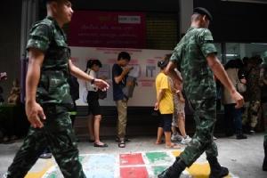InPics&Clips: น่าชื่นชม! สื่อนอกรายงานคนไทยต่อแถวยาว โหวตเลือกตั้งล่วงหน้า