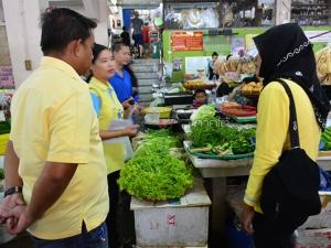 สาธารณสุขเบตงสุ่มตรวจเก็บตัวอย่างอาหาร เฝ้าระวังการปนเปื้อนสารเคมีช่วงหน้าร้อน