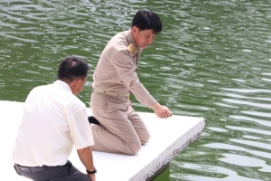 """ผวจ.ชลบุรี นำหน่วยงานเกี่ยวข้องสำรวจ """"สระเจ้าคุณเฒ่า"""" แหล่งน้ำศักดิ์สิทธิ์วัดเขาบางทราย"""
