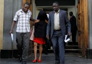 """ผงะ! ตำรวจยึดธนบัตรปลอม 20 ล้านดอลลาร์ ซุกใน """"ธนาคารบาร์เคลย์ส"""" สาขาเคนยา"""
