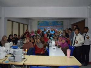 อบต.ฉลุง จัดฝึกอาชีพการตัดเย็บผ้าคลุมสตรีมุสลิม (ฮิญาป) พัฒนาต่อยอดสร้างรายได้สู่ชุมชน