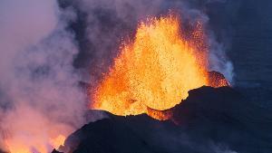 ภูเขาไฟ Bardarbunga ใน Iceland ปะทุเมื่อ ส.ค.2014 (AFP Photo / Bernard Meric)
