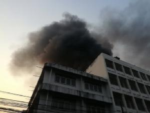 ระทึก!ไฟไหม้โกดังเก็บของตลาดไทอีสานกลางเมืองอุดร