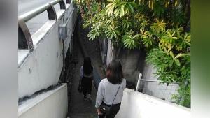 เตือนภัย! เหตุสาวแต่งกายมิดชิด เดินใต้สะพานซอยมหาดไทย เจอคนร้ายล็อกคอทำร้าย