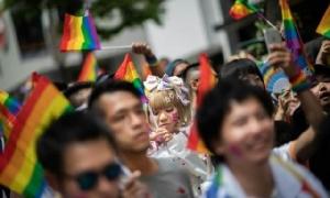 """ญี่ปุ่นระงับเนรเทศ """"เกย์ไต้หวัน"""" ที่แอบใช้ชีวิตคู่มานานร่วม 25 ปี"""