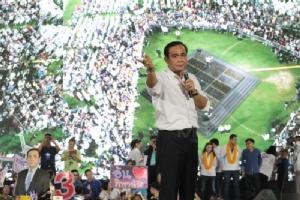 พล.อ.ประยุทธ์ จันทร์โอชา นายกรัฐมนตรี ขึ้นเวทีปราศรัยใหญ่ของพรรคพลังประชารัฐที่สนามเทพหัสดิน วานนี้(22 มี.ค.)