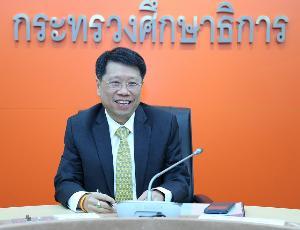 นพ.ธีระเกียรติ เจริญเศรษฐศิลป์ รัฐมนตรีว่าการกระทรวงศึกษาธิการ (ภาพจากแฟ้ม)