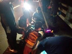 สลด! สิบตำรวจ ปส.กลับจากหาข่าวลับชายแดนตาก กระบะชนคอสะพานร่างกระเด็นดับ-สาหัสอีก 1