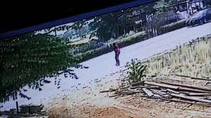 กล้องวงจรปิดจับภาพ มือปืนกระหน่ำยิงนักร้องสาว เจ็บสาหัสในเพิงร้านส้มตำ