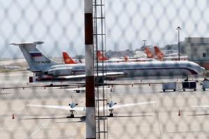 <i>เครื่องบินซึ่งติดธงชาติของรัสเซีย  ปรากฏตัวที่ท่าอากาศยานนานาชาติของกรุงการากัส ประเทศเวเนซุเอลา เมื่อวันอาทิตย์ (24 มี.ค.) </i>