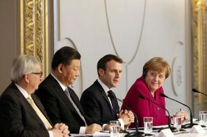 (จากซ้าย) ประธานคณะกรรมาธิการยุโรป ฌอง-โคลด จุงเกอร์, ประธานาธิบดีสี จิ้นผิง ของจีน, ประธานาธิบดีเอมมานูเอล มาครง ของฝรั่งเศส, และนายกรัฐมนตรีอังเกลา แมร์เคิล ของเยอรมนี